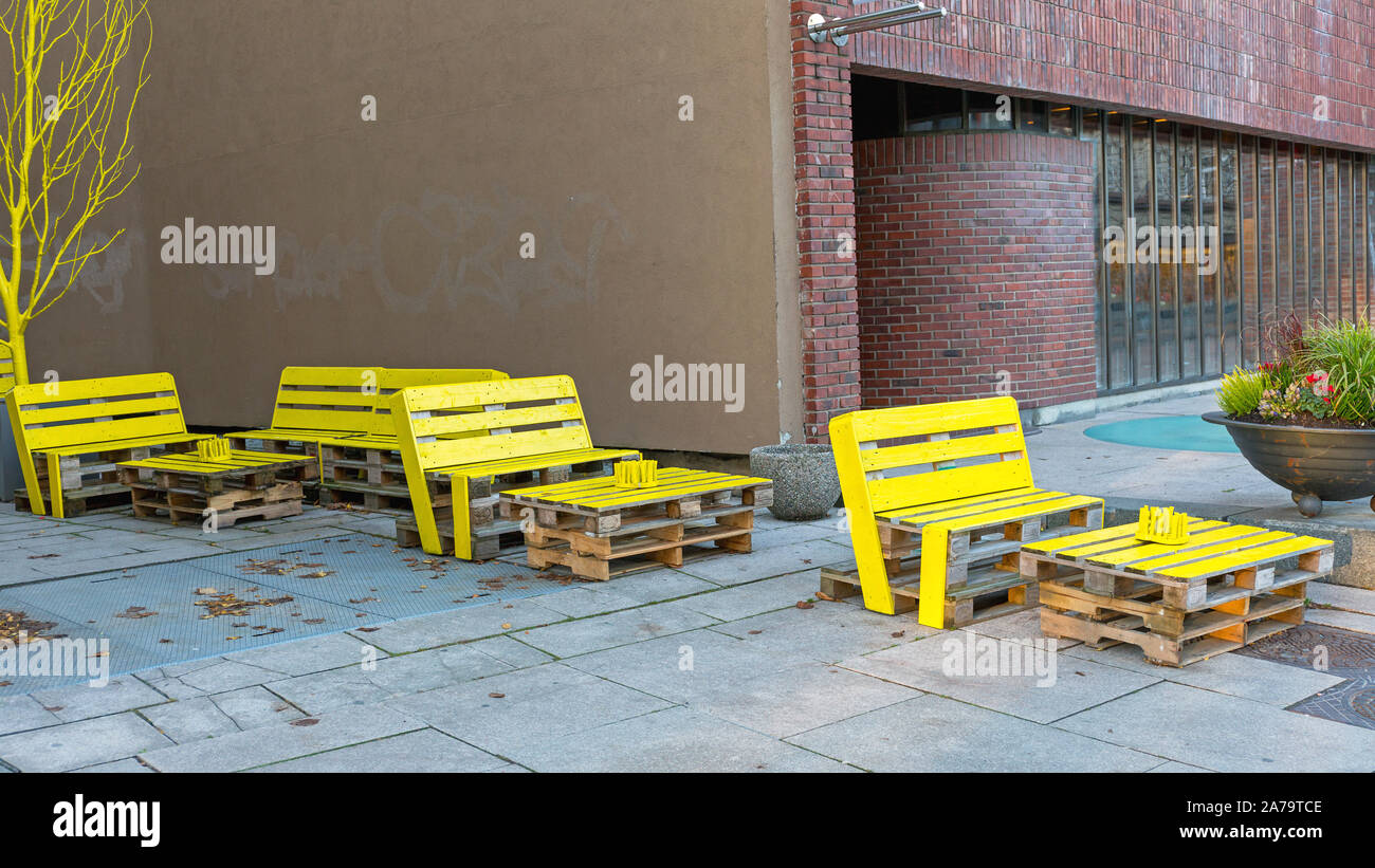 Mobilier En Palettes Recyclées recycled pallets photos & recycled pallets images - alamy