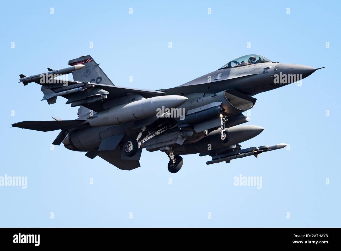 Un F-16 Fighting Falcon fighter jet du 480e Escadron de chasse à la base aérienne de Spangdahlem, en Allemagne. Banque D'Images