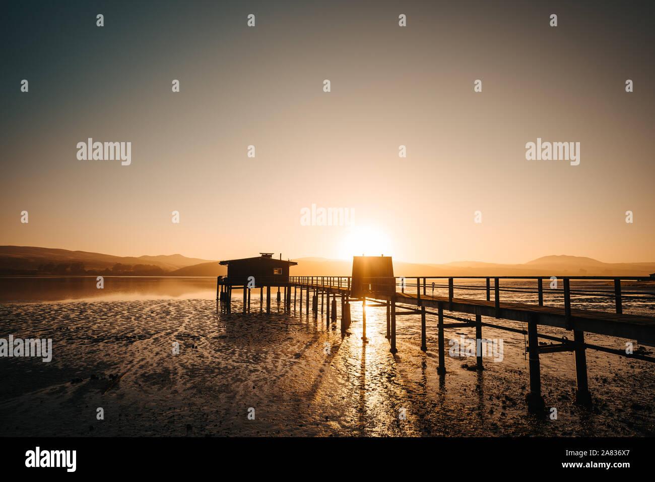 Lever du soleil à une jetée au Point Reyes Banque D'Images
