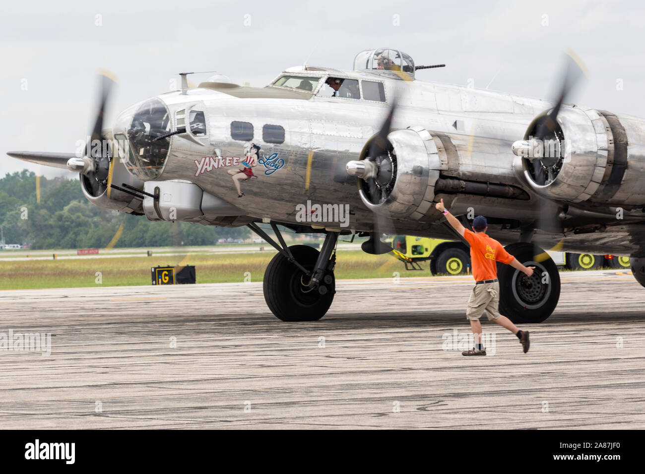 YPSILANTI, MICHIGAN / USA - 25 août 2018: UNE DEUXIÈME GUERRE MONDIALE B-17 Flying Fortress au 2018 Thunder over Michigan meeting aérien. Banque D'Images