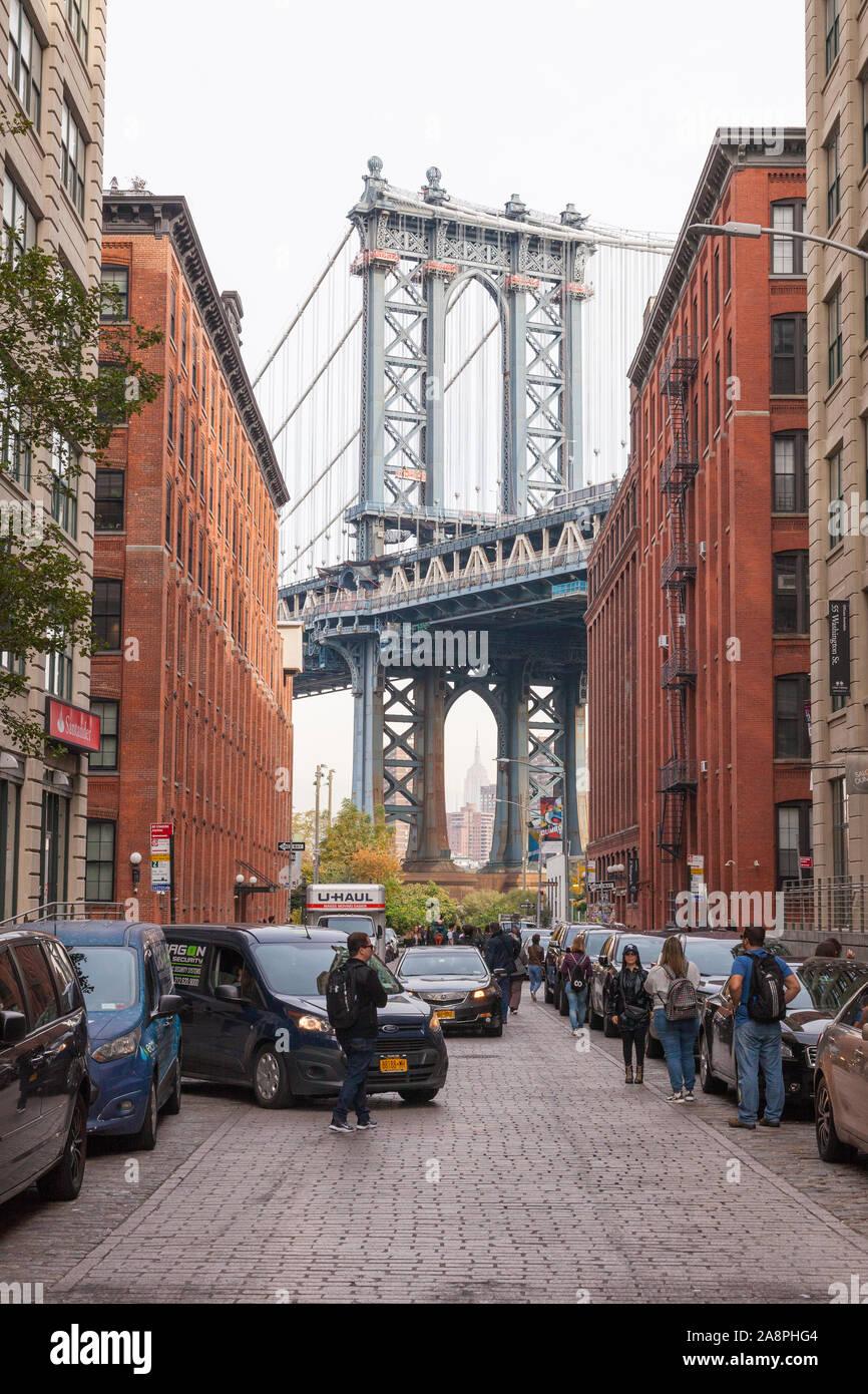 Manhattan Bridge photographié à partir de Washington Street, Dumbo, Brooklyn, New York, États-Unis d'Amérique. Banque D'Images