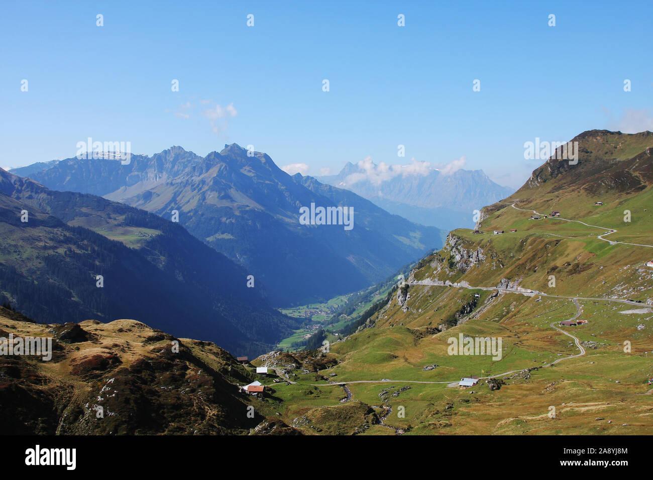 Route du col de sur Klausenpass à canton d'Uri Banque D'Images