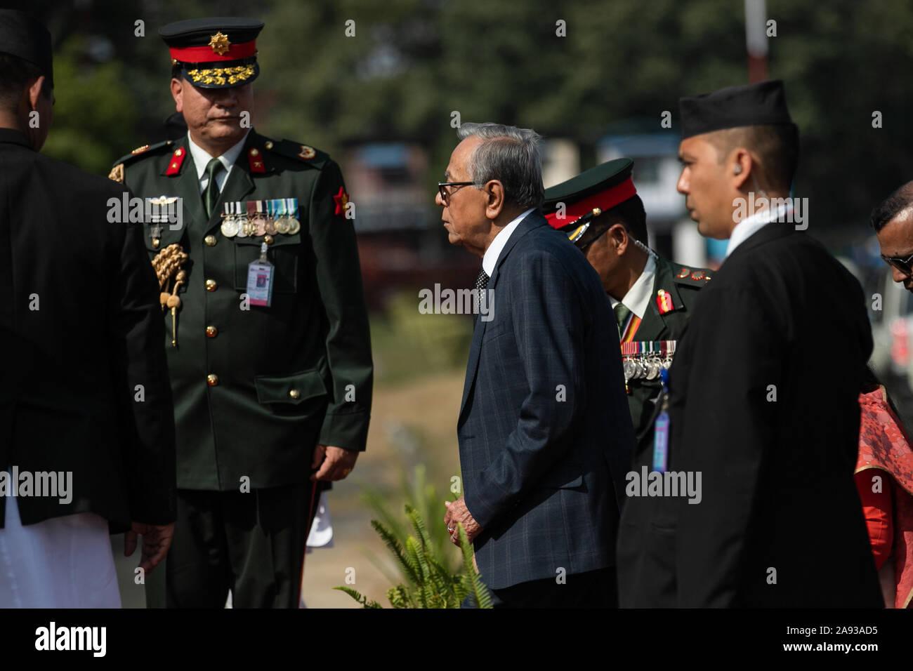 Le président du Bangladesh Abdul Hamid (c) dans la photo à son arrivée à l'aéroport international de Tribhuvan à Katmandou, au Népal. 21 Nov, 2019. (Photo de Prabin Ranabhat/Pacific Press) Credit: Pacific Press Agency/Alamy Live News Banque D'Images