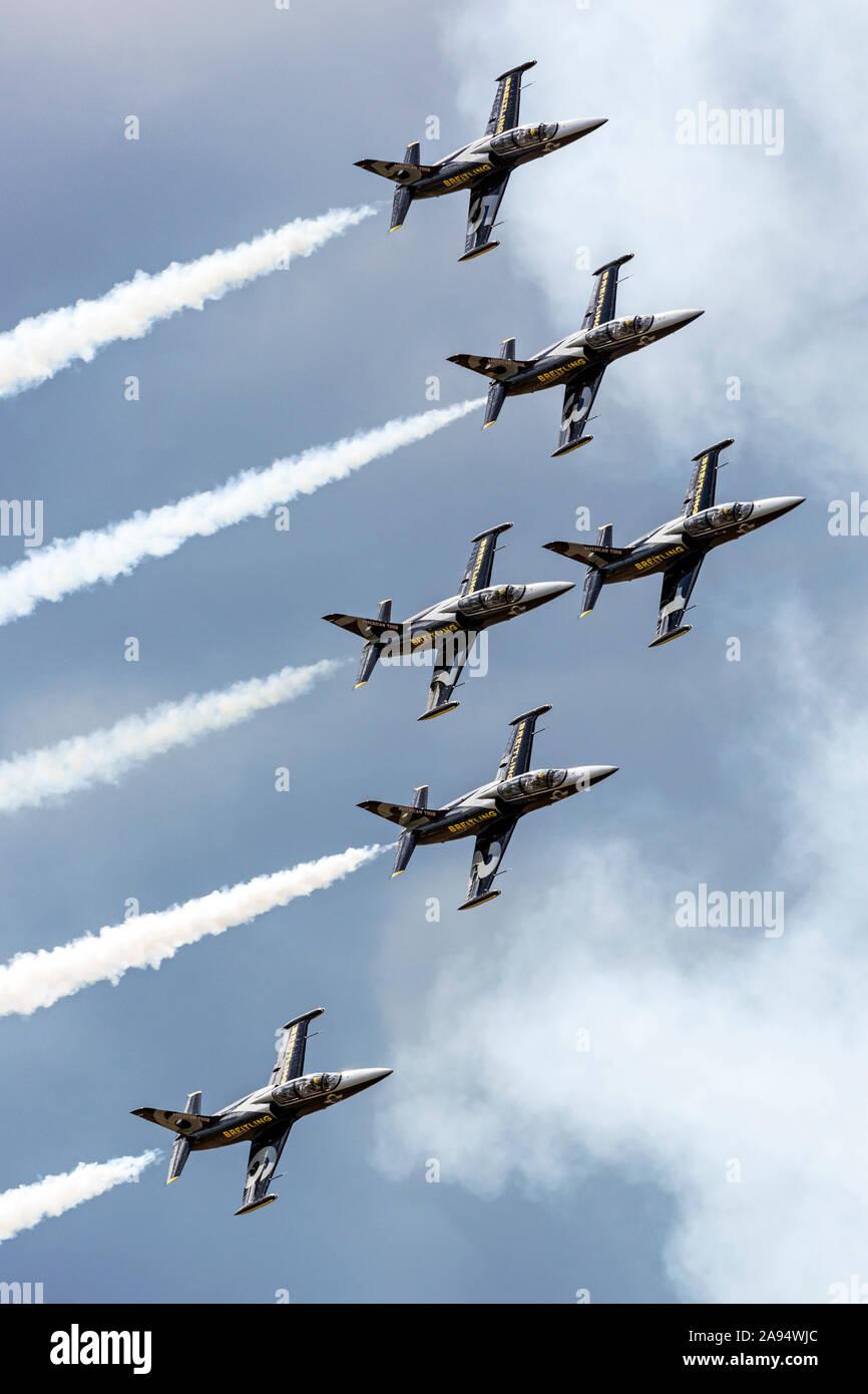 Le Breitling Jet Team à l'exécution 2016 Thunder over Michigan Airshow dans leur formation de l-39 Albatros. Banque D'Images