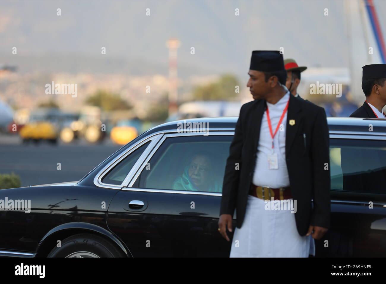 Katmandou, Népal. 15 Nov, 2019. Le président du Bangladesh, Abdul Hamid et première dame du Bangladesh Rashida Hamid est revenu après l'enveloppement les quatre jours de visite officielle du Népal le vendredi, Novembre 15, 2019. (Photo by Subash Shrestha/Pacific Press) Credit: Pacific Press Agency/Alamy Live News Banque D'Images