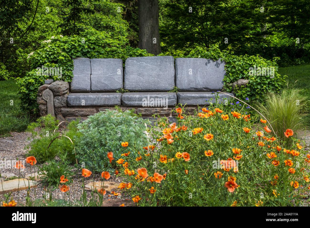 Jardin À L Américaine chaise de jardin en pierre, jardin de coquelicots au jardin
