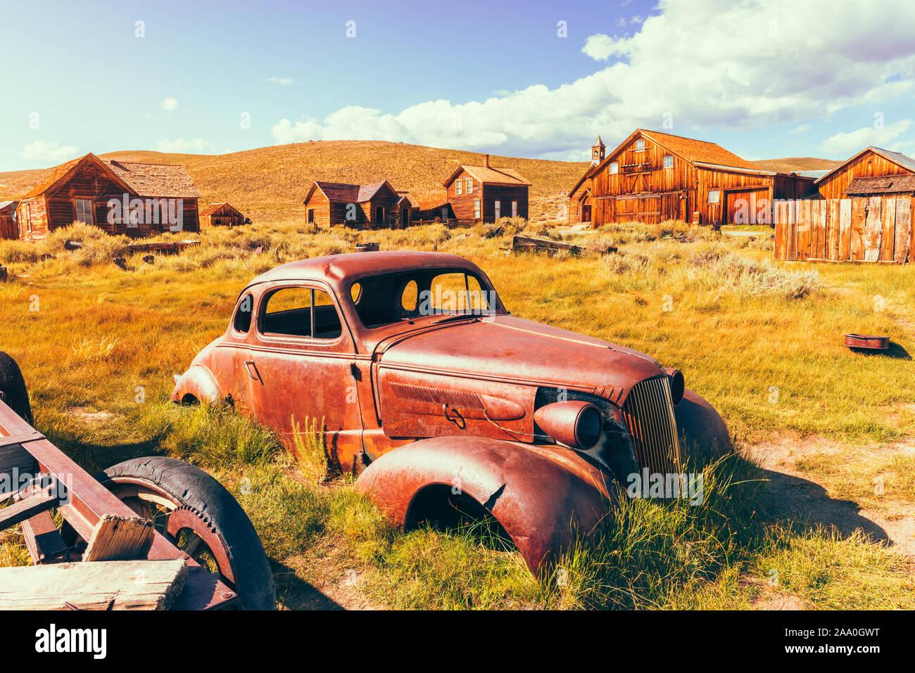 Vieille voiture rouillée dans la ville fantôme de Bodie California USA Banque D'Images