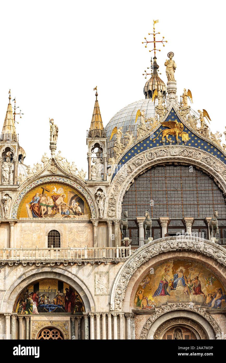 Basilique et cathédrale de San Marco (St. Marc l'évangéliste) isolé sur fond blanc, Venise, UNESCO World Heritage site, Vénétie, Italie, Europe Banque D'Images