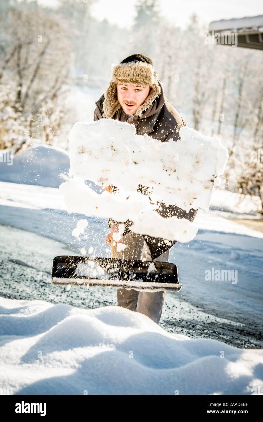 Beim Mann Schneeschaufeln - l'homme ne le pelletage de la neige Banque D'Images
