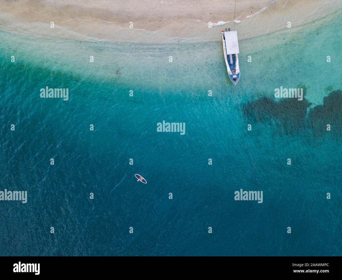 Drone abattu de paddleboard sur Gili-Air à l'île de Bali, Indonésie Banque D'Images