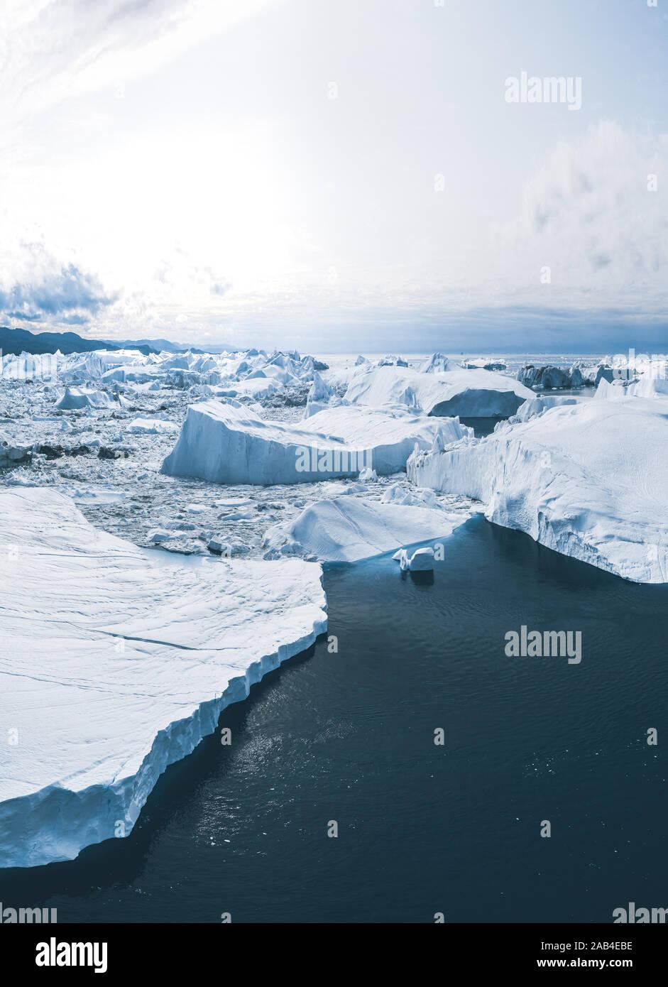 Iceberg et la glace de glacier en nature paysage arctique à Ilulissat, Groenland. Drone aérien photo d'icebergs à Ilulissat. Touchés par Banque D'Images