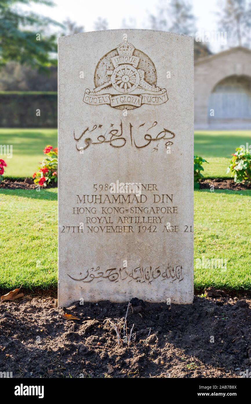 Le Caire, Égypte - 7 décembre 2016: pierre tombale de Singapouriens musulmans à Héliopolis soldat Seconde Guerre mondiale cimetière du Commonwealth Banque D'Images