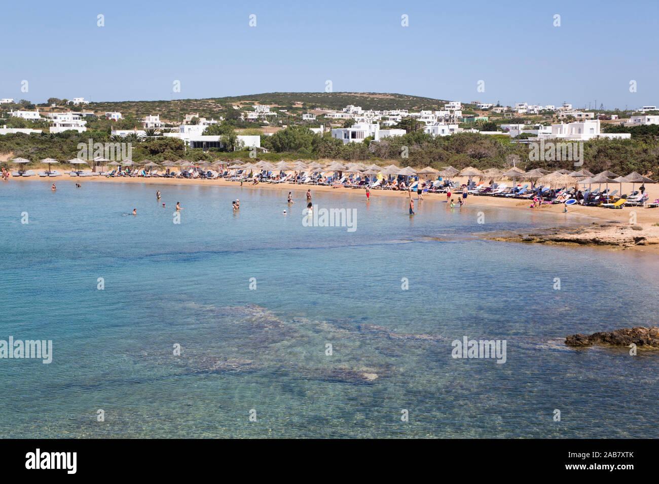 La plage de Santa Maria, l'île de Paros, Cyclades, îles grecques, Grèce, Europe Banque D'Images