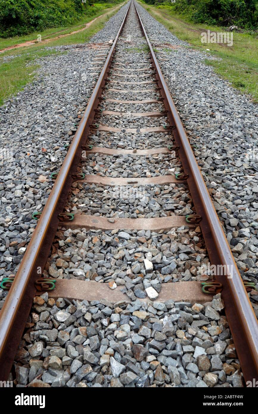 Voie de chemin de fer. Kep. Le Cambodge. Banque D'Images