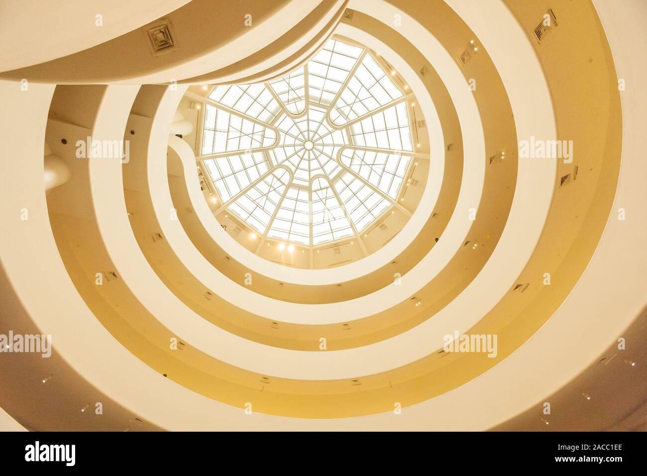 Lucarne centrale Musée Guggenheim, 5e Avenue, Manhattan, New York, NY, États-Unis d'Amérique. U.S.A. Banque D'Images