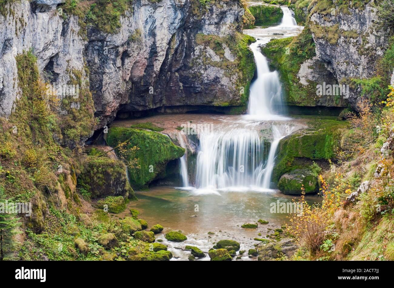 Cascade de la Billaude, Vaudioux, Jura (39), Bourgogne-Franche-Comte, France. La rivière Lemme 28 m en 2 sauts successifs pour former la cascade Banque D'Images