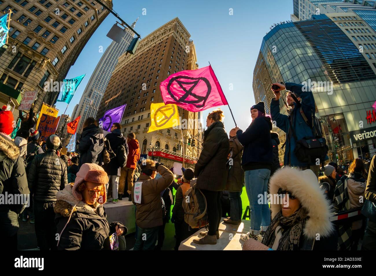 Des activistes affiliés à l'extinction en protestation de la rébellion Herald Square à New York, le vendredi 29 novembre, 2019. (© Richard B. Levine) Banque D'Images
