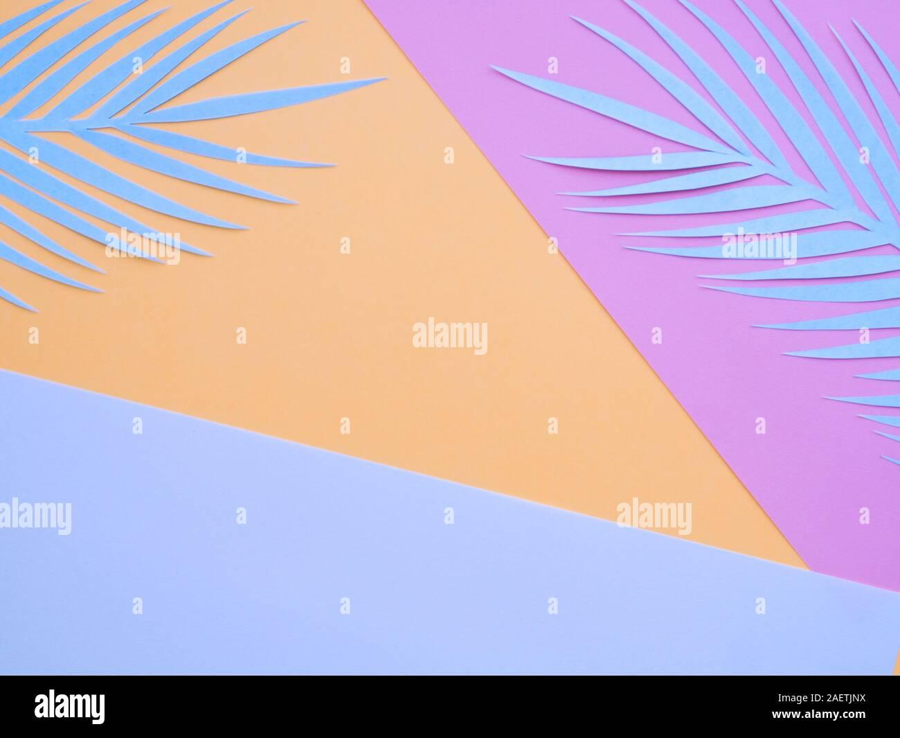La texture du papier couleur pastel abstrait arrière-plan le minimalisme. Formes géométriques minimales et les lignes de la composition. Bleu, orange, rose papier couleur pastel geo Banque D'Images
