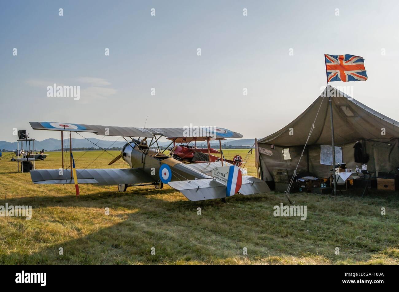 La Sopwith 1 1/2 Strutter avion à la tente militaire FAHI Airhow, Sliac Slovaquie, 2017 Banque D'Images