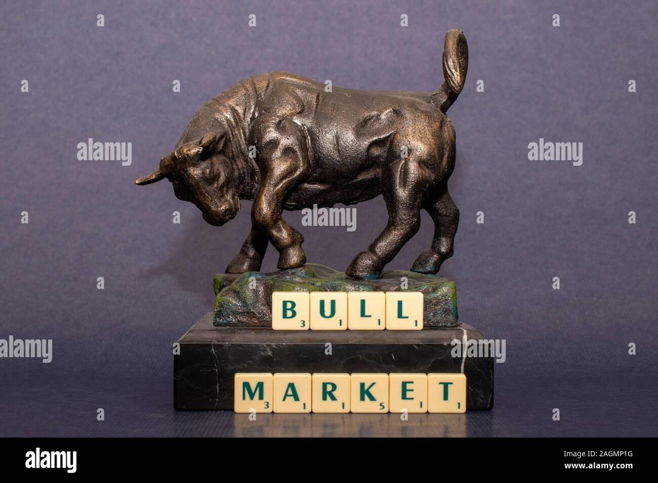 Marché de Bull Bull est représenté par un sentiment quand est élevé et les marchés financiers sont en hausse. Banque D'Images