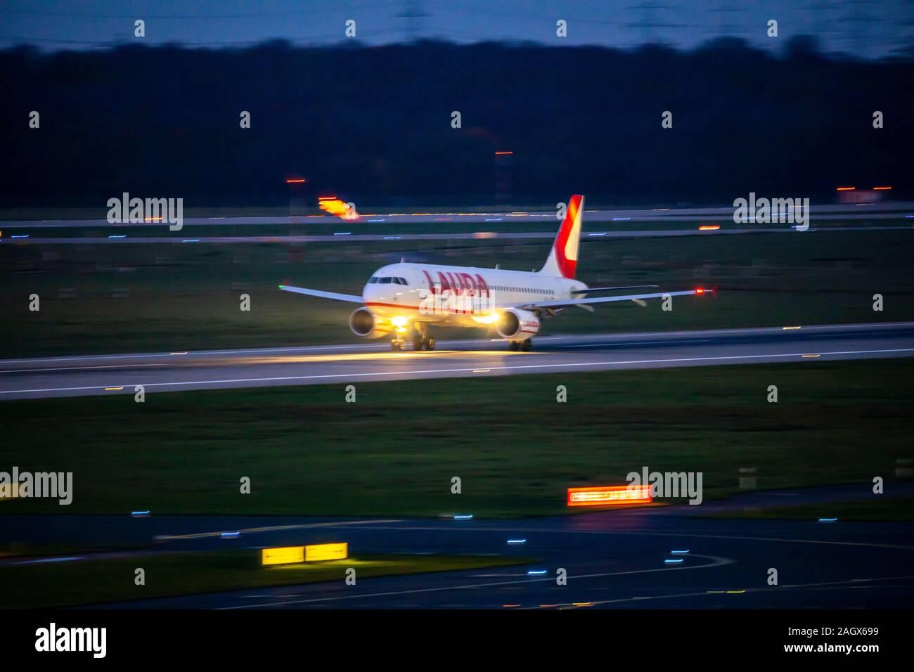 L'Aéroport International de DŸsseldorf, DHS, les décollages de nuit, Laudamotion, Banque D'Images