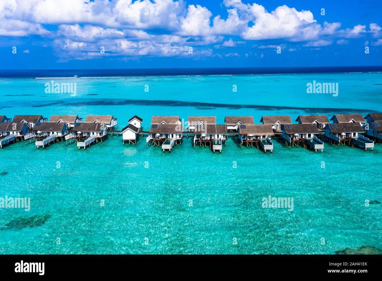 South Male Atoll, Maldives, Atoll de Kaafu, vue aérienne de bungalows sur mer Banque D'Images