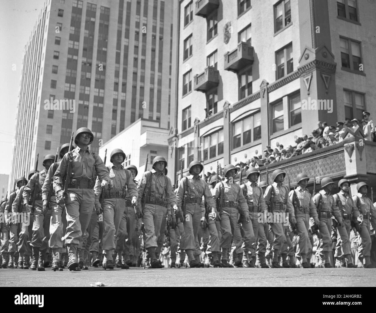 Les troupes américaines se préparent à partir de la Seconde Guerre mondiale, 1942 Miami. La date précise est inconnue, mais probablement fin mars 1942. Banque D'Images