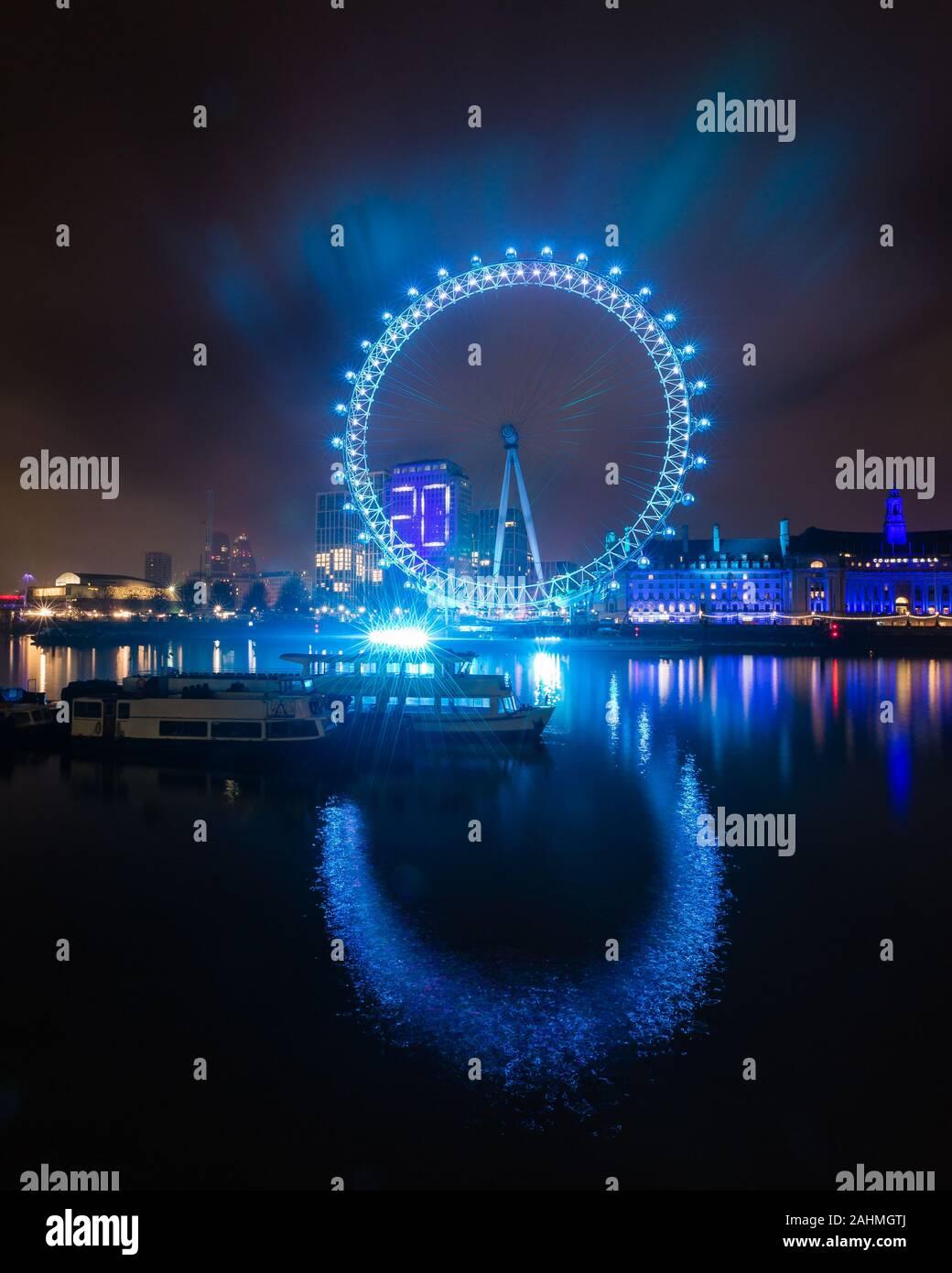 Teal London Eye 1. Le réveillon du Nouvel An à rebours jusqu'à 2020 à Londres Banque D'Images