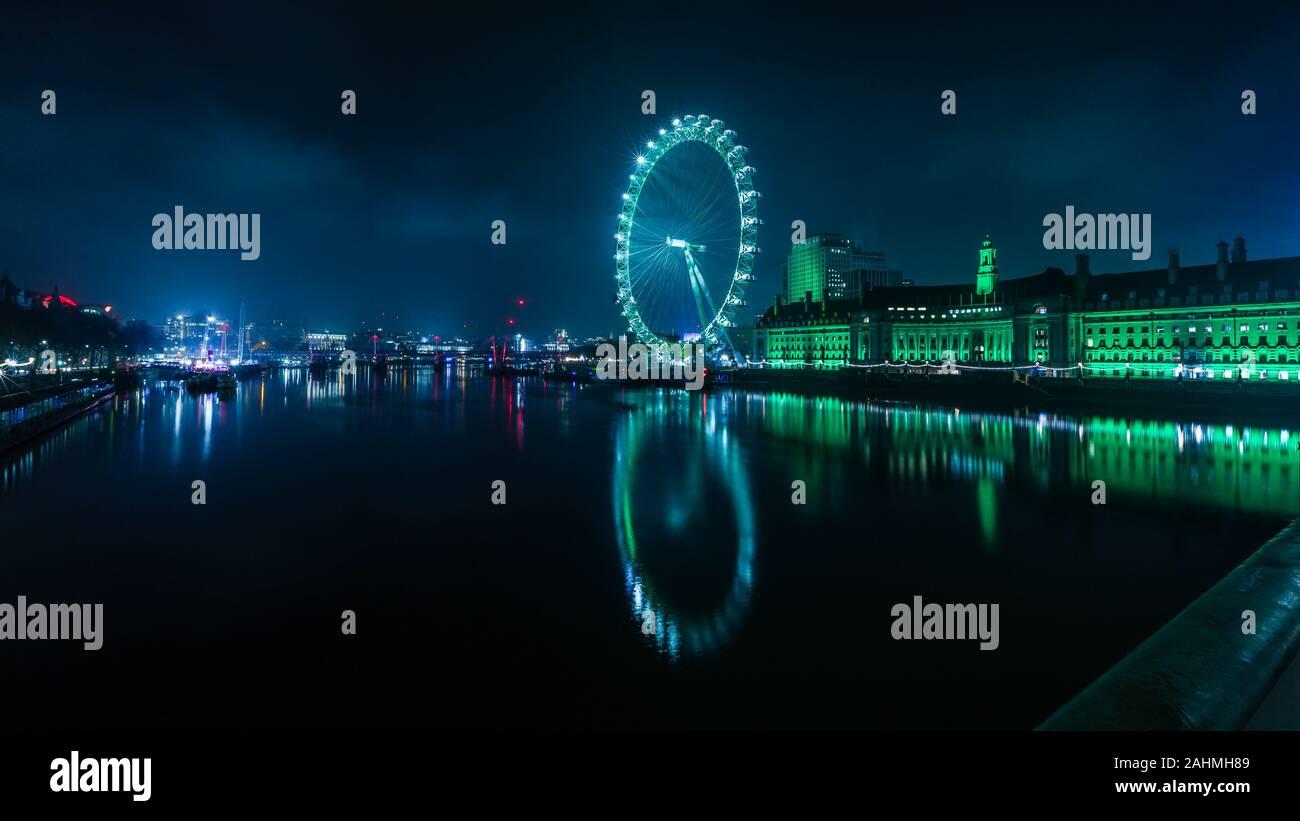 Les yeux verts de la Saint-Sylvestre à rebours jusqu'à 2020 à Londres Banque D'Images