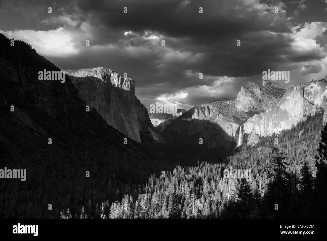 Vue de tunnel dans la région de Yosemite National Park Banque D'Images