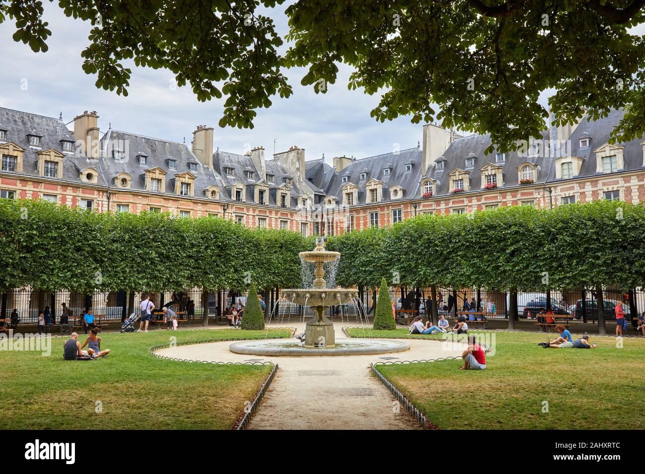 Place des Vosges, Paris, France Banque D'Images