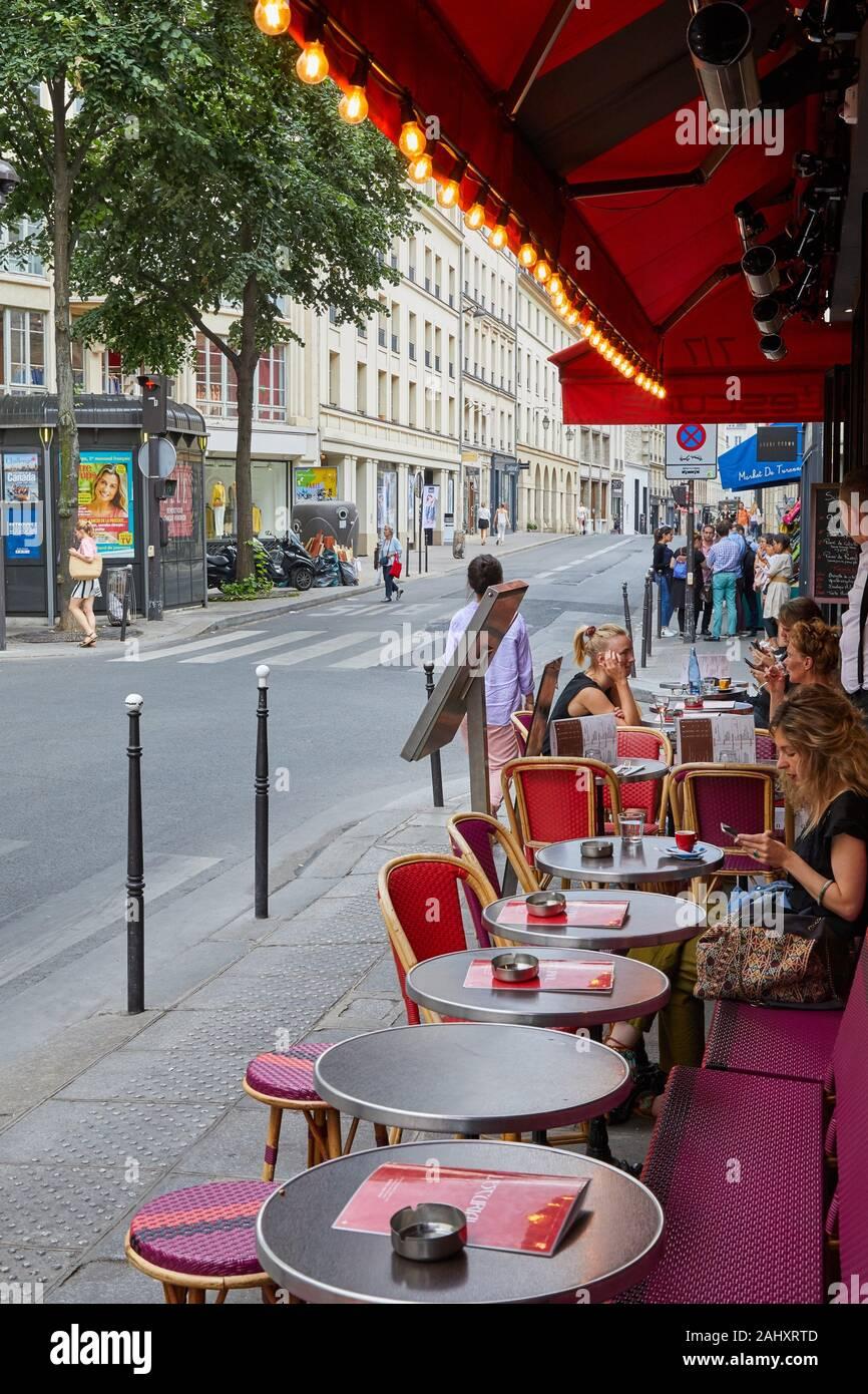 Terrasse, L'Escurial, Rue de Turenne, Paris, France Banque D'Images