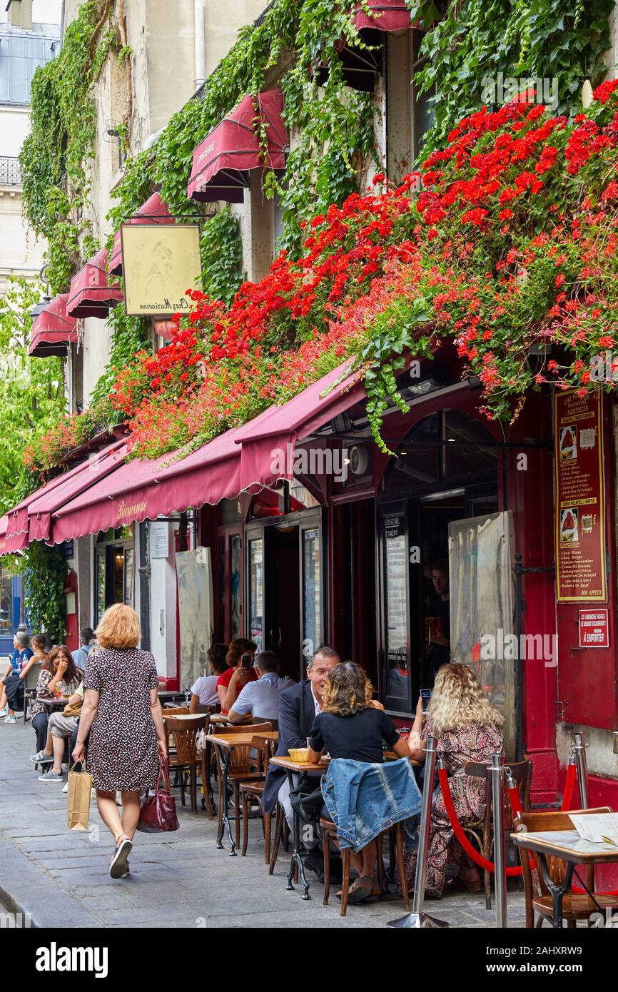 Terrasse, Le Marais, Paris, France Banque D'Images