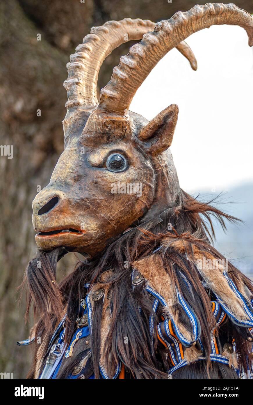 Costume de carnaval Ibex pendant le carnaval à Lucerne, Suisse Banque D'Images