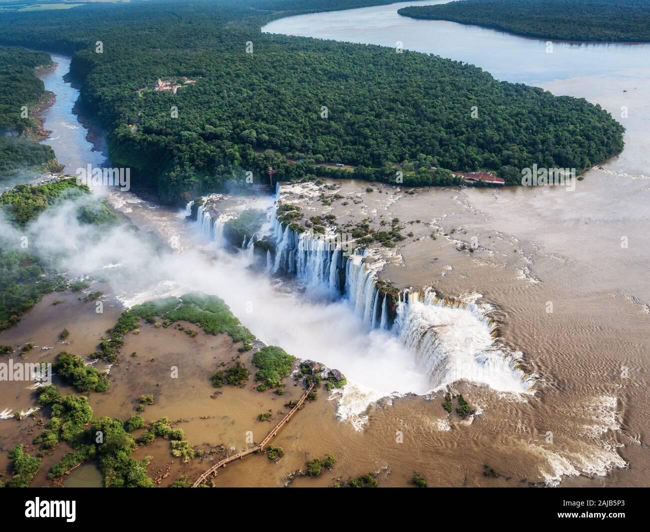 Chutes d'Iguaçu, à la frontière de l'Argentine et le Brésil, vue aérienne. Banque D'Images