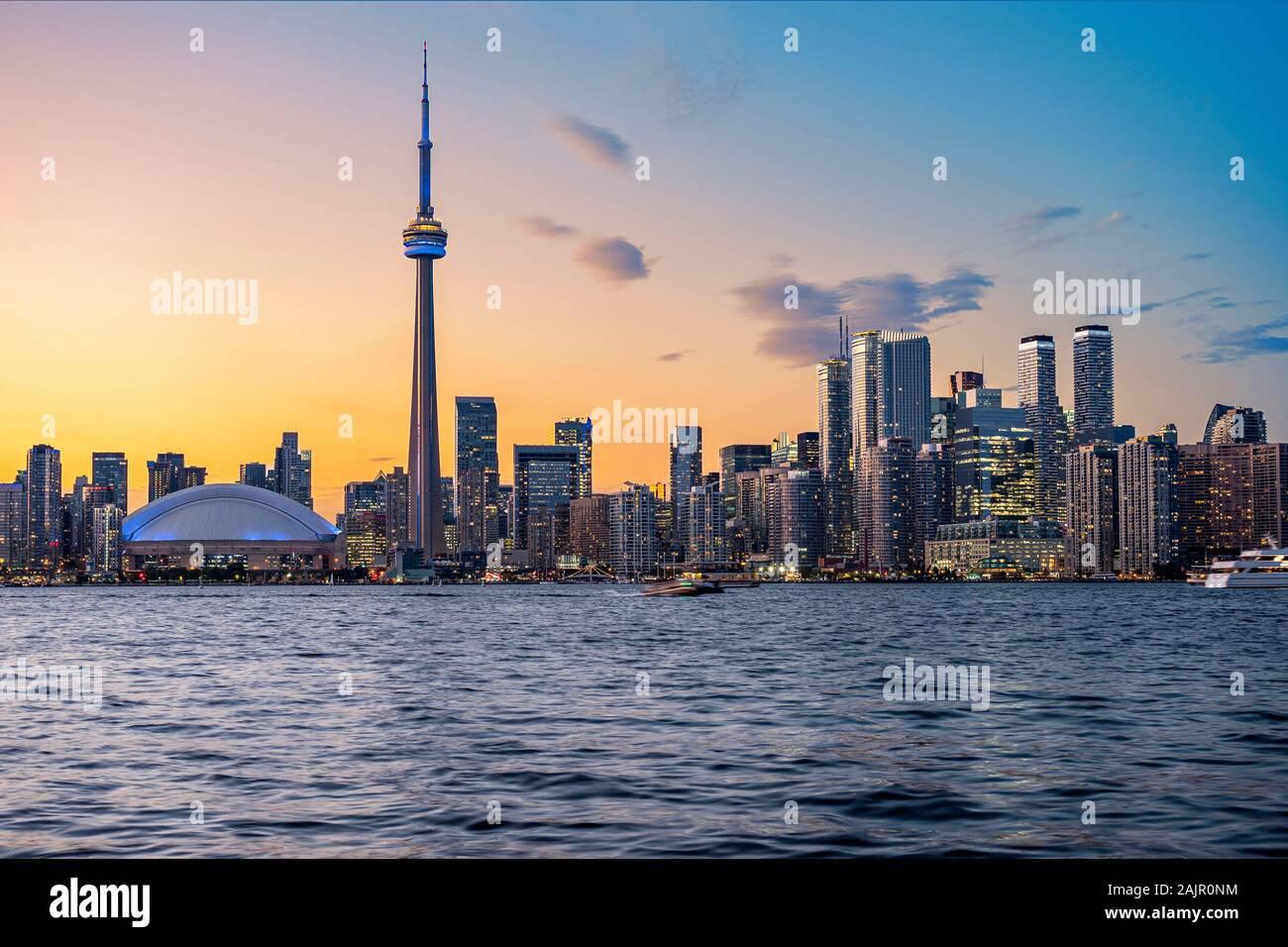 Toronto Skyline at sunset à Toronto, Ontario, Canada. Banque D'Images