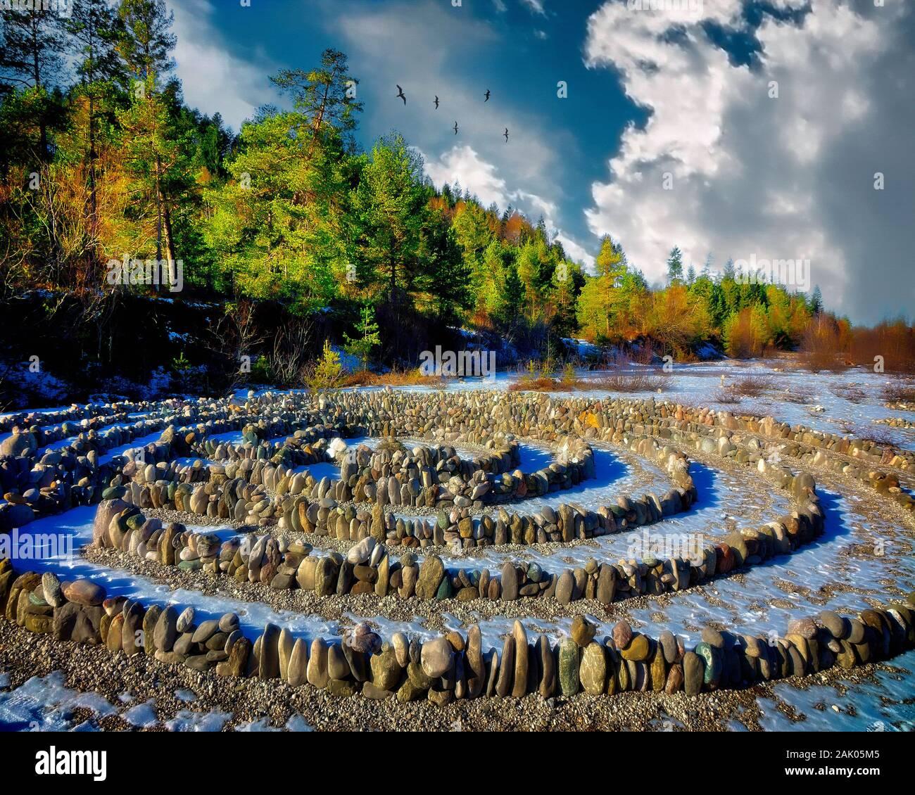 DE - BAVIÈRE: Cercles de pierre sur les rives de la rivière Isar à Wegscheid près de Lenggries Banque D'Images