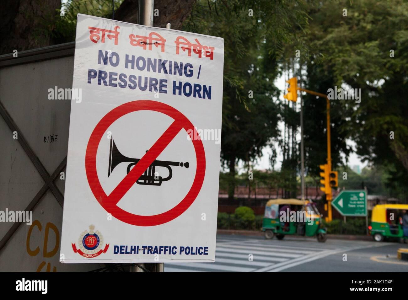 Signer pour les automobilistes de s'abstenir d'utiliser leurs cornes dans les rues de New Delhi Banque D'Images