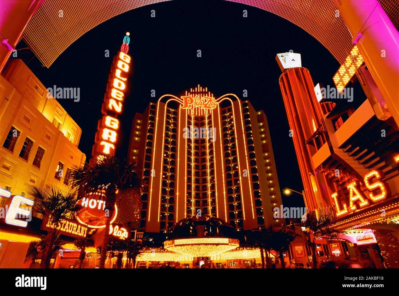 Plaza Hotel sur Freemont Street le soir, Las Vegas, Nevada, USA Banque D'Images