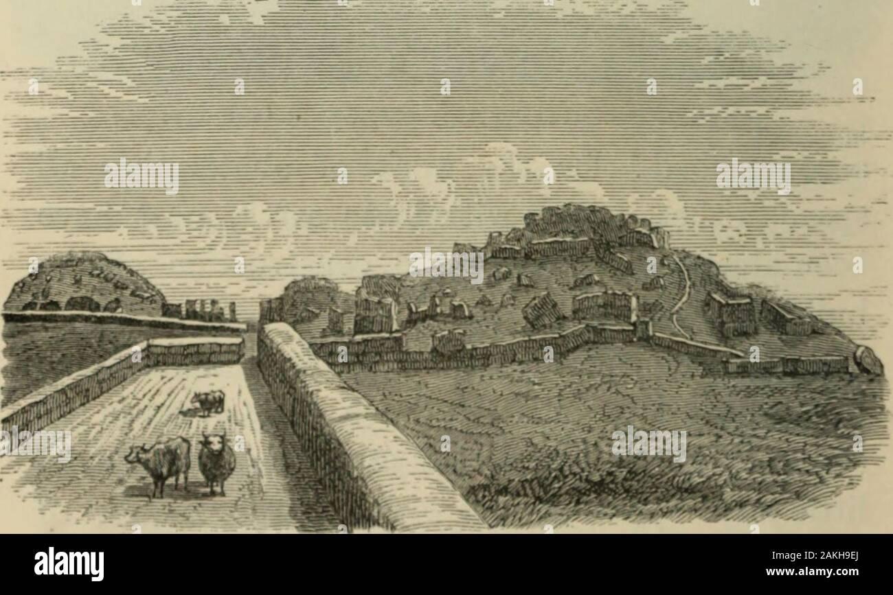 """Deux ans au Pérou: de l'exploration de ses antiquités . Croquis de l'ARAMBOLU FORTERESSE, PRISE SUR LE DESSUS. Senor Don Ambrosio Cerdans brochure, alreadynoticed, je crois que ces pour être les ruines de l'ancien. ULIXS de petite forteresse, rir.r. xiii.] inns ov (ii,i"""" iiimiLI:. 28r] Inrlrcss lliiMlillcc de. Il est iiriUly yjirds inlonUi l/m hv l^ hruiitltli 170 io dans,:im(  est MioiMiions sliMicl oik?(m-^ oliicjirly *(.MI feci liin;li. liidiud iiiTivo,J willi Ml*. Stoer, tluit drhrls ofbroken ndolxuics si llic id- tlio l)ols^ cluurcdaway, bi pourrait il être allumé;mii comme un parfait (juafbilaftMal{{) tout comme c ot Banque D'Images"""