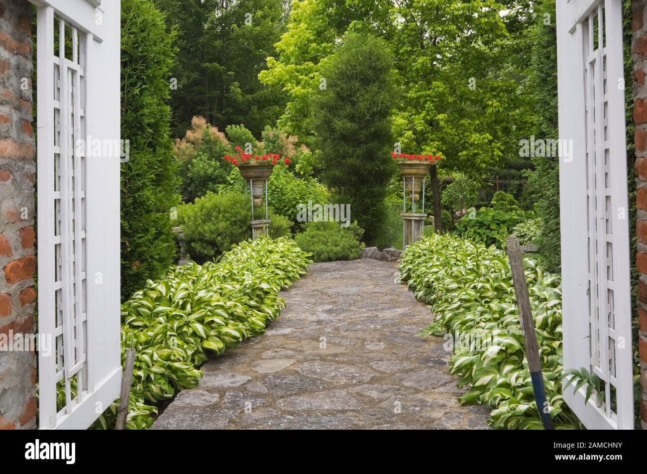 Cloture En Bois Blanc ornamental columns photos & ornamental columns images - alamy