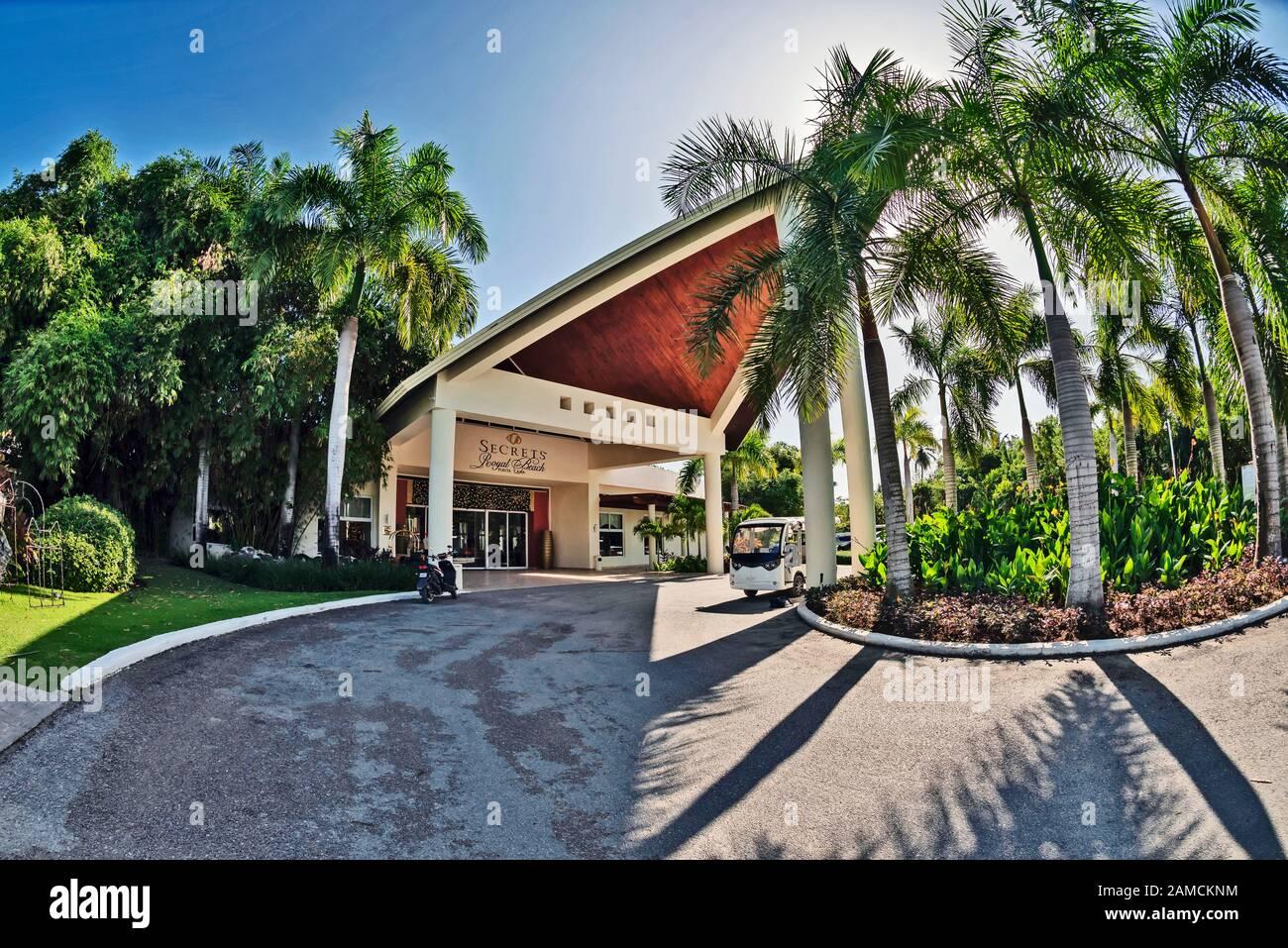 Entrée Principale De Resort Secrets Royal Beach Punta Cana, Punta Cana, République Dominicaine Banque D'Images