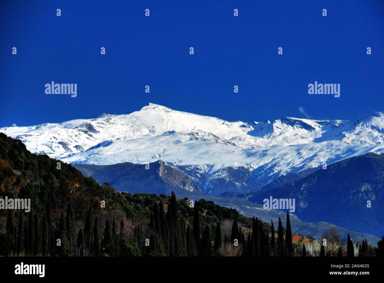 La Sierra Nevada Avec Neige Hiver Grenade Andalousie Espagne Photo Stock Alamy