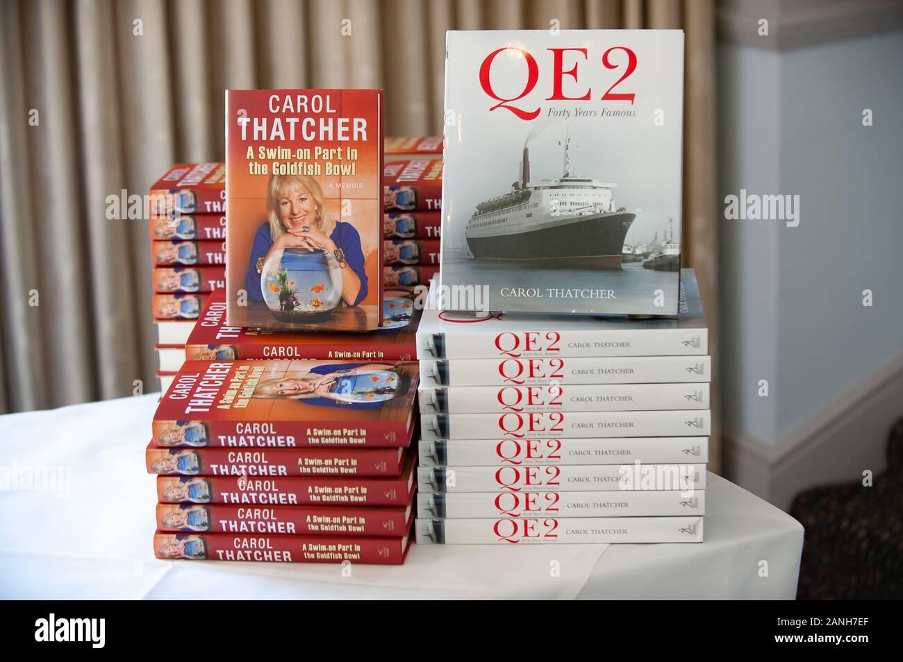Festival de Windsor, une audience avec Carol Thatcher, Kate Mosse et Lucia van der Post, Harte & Garter Hotel, Windsor, Berkshire, Royaume-Uni. 19 Septembre, 2008. Credit: Maureen McLean/Alamy Banque D'Images