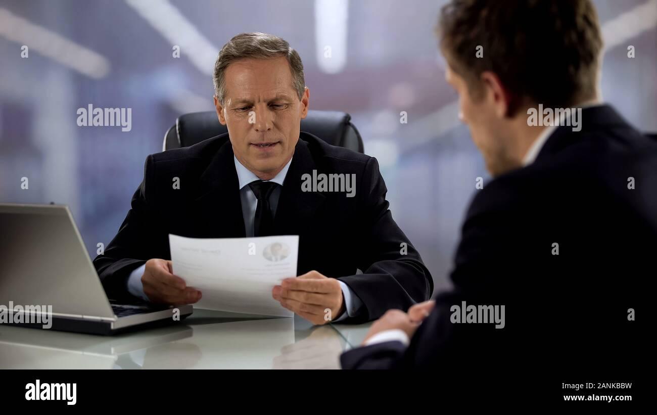 Directeur de l'entreprise lecture candidat curriculum vitae, entrevue pour le poste Banque D'Images