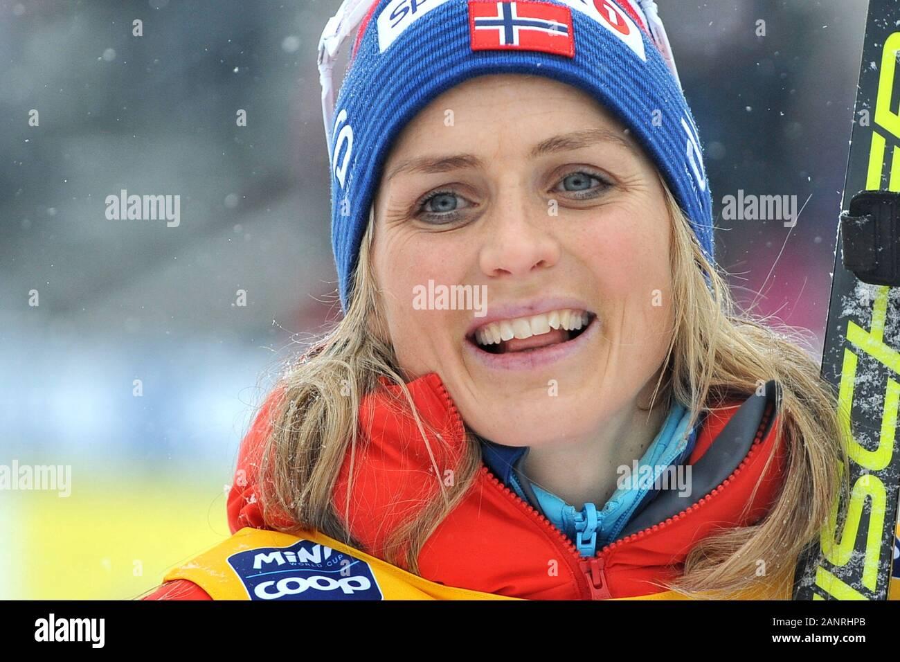 Thérèse Johaug de Norvège après avoir remporté le classique de la cross-country des femmes à 10 km de la course de la coupe du monde à Nove Mesto na Morave, République tchèque. Banque D'Images