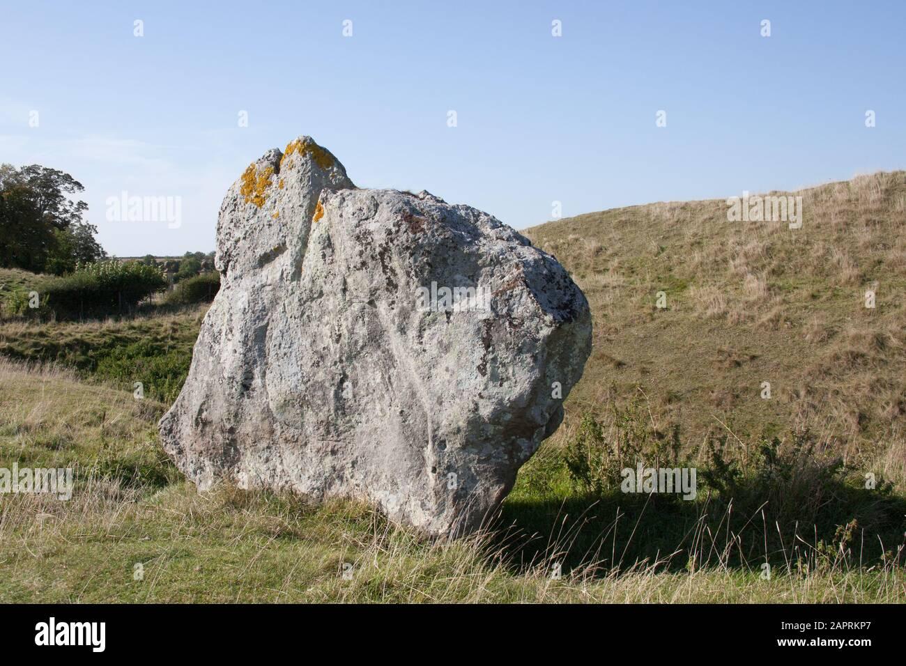 Une pierre au Monument de Henge néolithique à Avebury, Wiltshire, Royaume-Uni. Banque D'Images