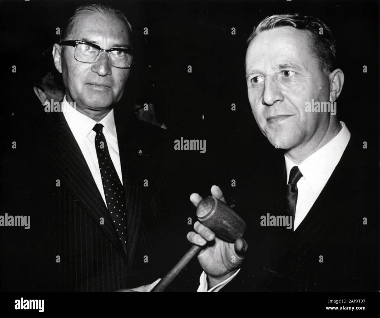 Président du ARP A.Veerman (à droite) .Rotterdam, Pays-Bas, 5 juin 1968; Banque D'Images