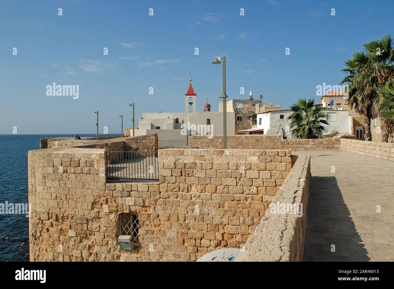 Église de Saint Jean et mur de la vieille ville, Acco, Israël Banque D'Images