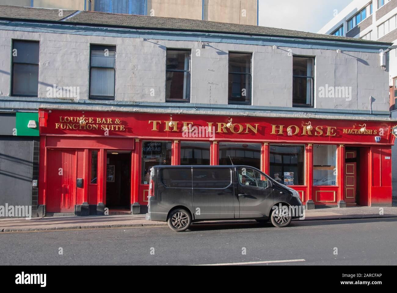 Emblématique Glasgow public House The Iron Horse West Nile Street Glasgow Ecosse Grande-Bretagne Grande-Bretagne Royaume-Uni vue extérieure rouge peint affaires commerciales Banque D'Images